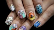 Modny manicure? Intensywne kolory i bogata ornamentyka