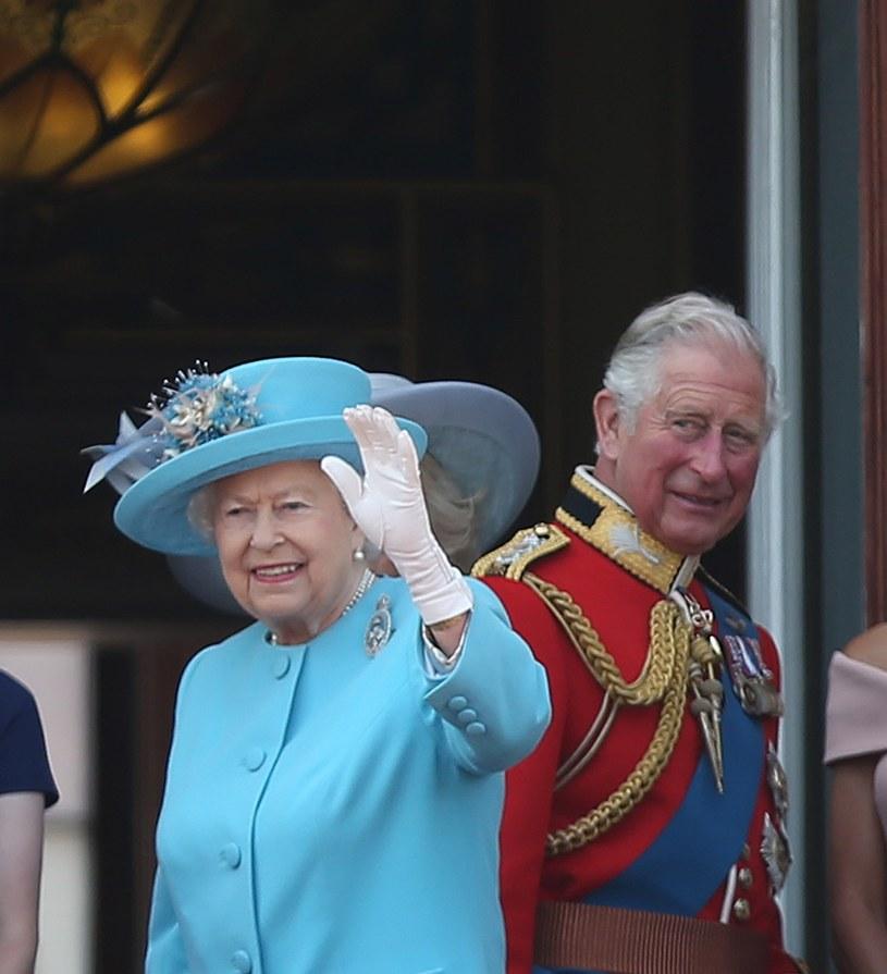 """Mogę powiedzieć, że była zdenerwowana tym, jak książę Filip jest przedstawiany jako ojciec, który jest niewrażliwy na dobro swojego syna"""" - mówi pracownik. /East News"""