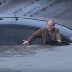Mógł się utopić, bo nie chciał opuścić tonącego auta! - wideo