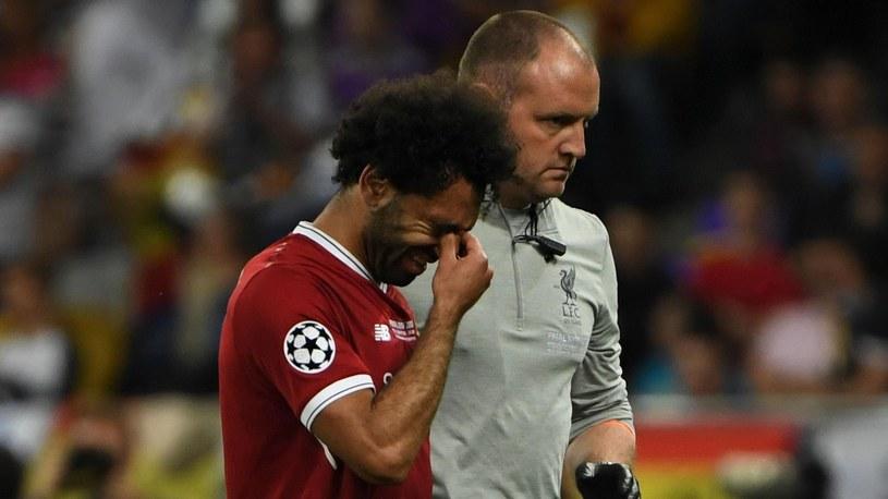 Mohamed Salah opuszczał boisko ze łzami w oczach /Getty Images