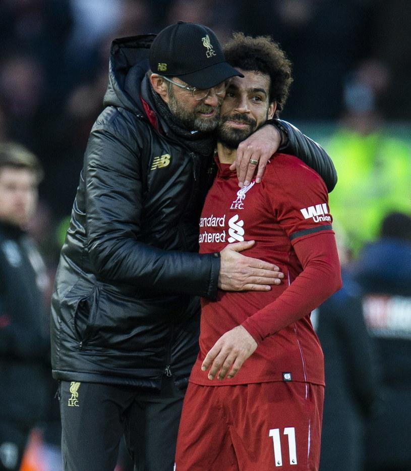 Mohamed Salah w objęciach trenera Liverpoolu Juergena Kloppa /PAP/EPA