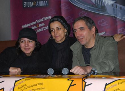Mohsen Makhmalbaf z córką i żoną. /INTERIA.PL