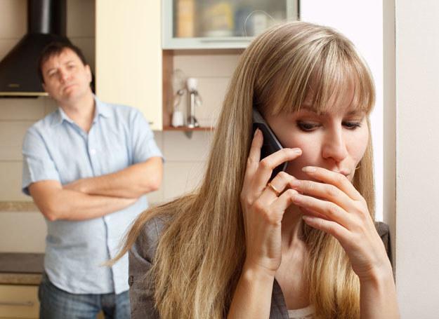 Mój mąż z zakochanego faceta zmienił się w zazdrośnika /- /123RF/PICSEL