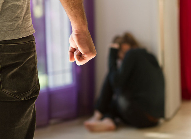 Moja koleżanka jest ofiarą przemocy domowej /123RF/PICSEL