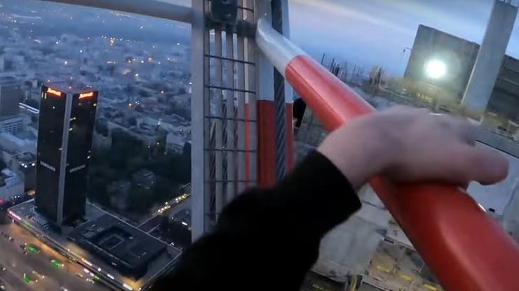 """""""Mokotowski"""" wspiął się na szczyt Varso Tower /YouTube"""