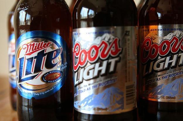 Molson Coors wytwarza takie piwa jak Carling, Blue Moon i Coors Light /AFP
