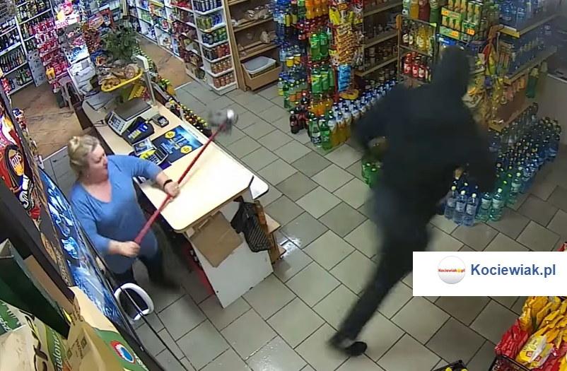 Moment, w którym pani Zofia przepędziła złodzieja /Facebook /facebook.com