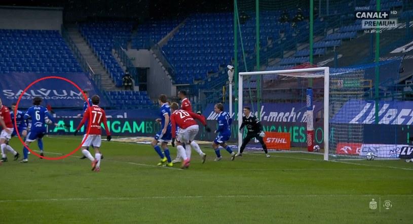 Moment zagrania piłki ręką (źródło: Canal+ Sport) /INTERIA.PL