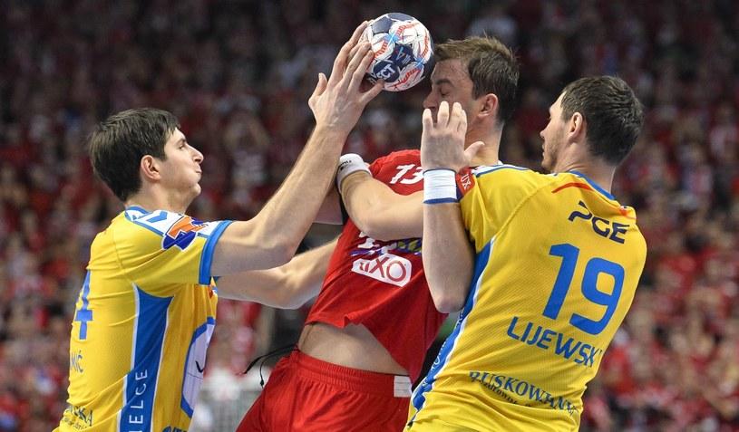 Momir Ilić z Telekom Veszprem (w środku), Marko Mamić i Krzysztof Lijewski z PGE Vive Kielce /PAP/EPA