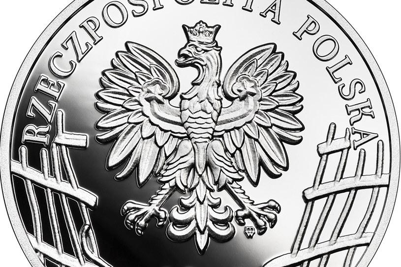 """Moneta kolekcjonerska NBP: Wyklęci przez komunistów żołnierze niezłomni - 75. rocznica powołania Zrzeszenia """"Wolność i Niezawisłość"""", 10 zł, detal awersu /NBP"""