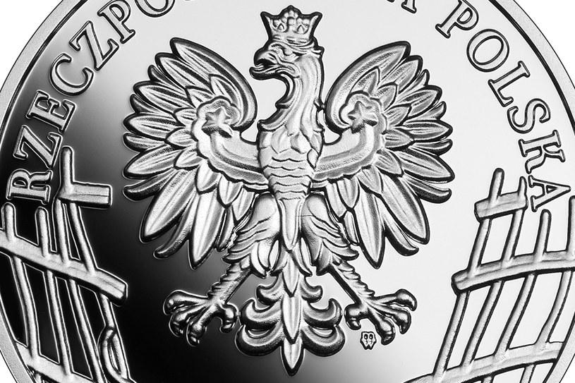 """Moneta kolekcjonerska NBP: Wyklęci przez komunistów żołnierze niezłomni - Kazimierz Kamieński """"Huzar"""", 10 zł, detal awersu /NBP"""