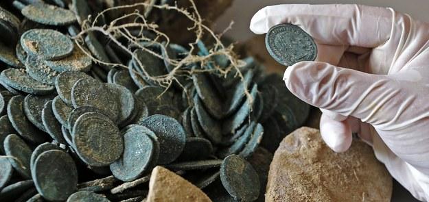 Monety odnalezione w Hiszpanii /JOSE MANUEL VIDAL /PAP/EPA