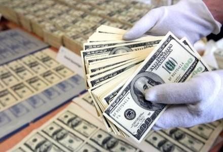 """""""Money Makes the World Go Round"""" - prawdziwa waluta przechodzi w wirtualną /AFP"""