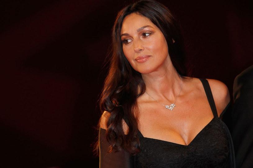Monica Bellucci do szczupłych nie należy, a uważana jest za jedną z najpiękniejszych kobiet /Getty Images
