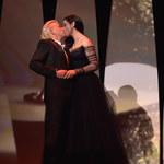 Monica Bellucci: Namiętny pocałunek na gali i... odsłonięty sutek!