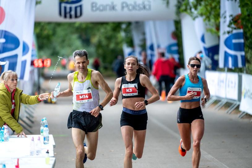 Monika Jackiewicz (w środku) i Paulina Kaczyńska. /PAP/Tytus Żmijewski /PAP