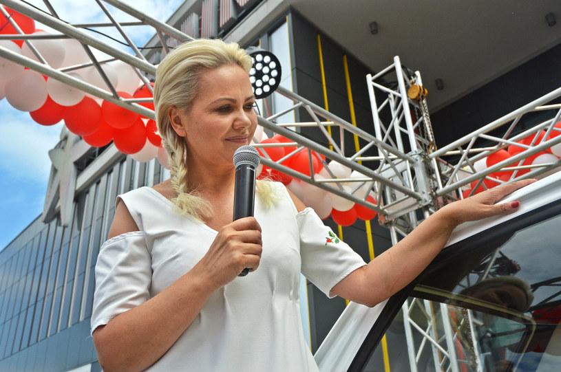 Monika Jaskólska pozuje przy maluchu dla Toma Hanksa /Daniel Bodzenta /East News
