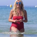 Monika Olejnik szaleje na desce! Wskoczyła w skąpe bikini