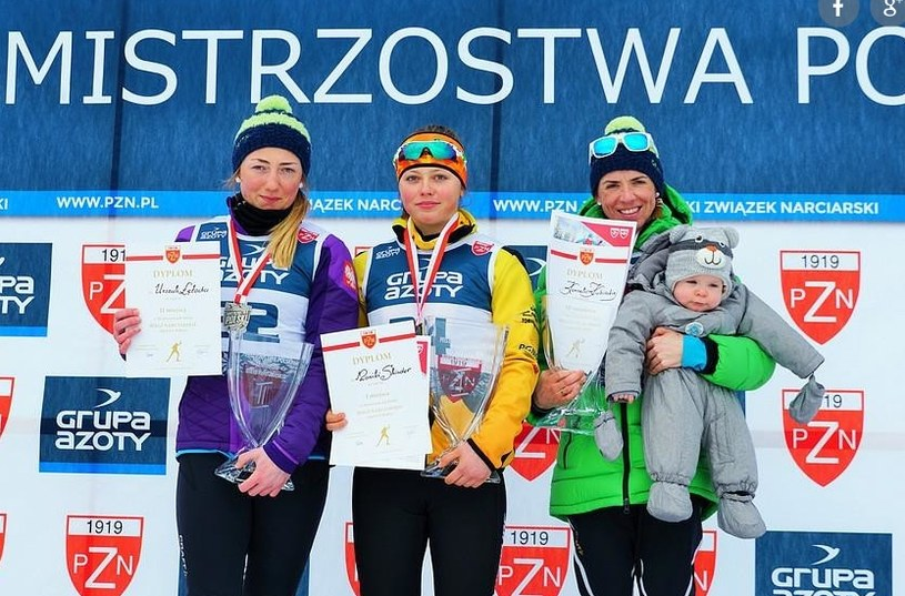 Monika Skinder (w środku) po zdobyciu mistrzostwa Polski. Fot. Anna Karczewska/PZN /INTERIA.PL/Informacja prasowa