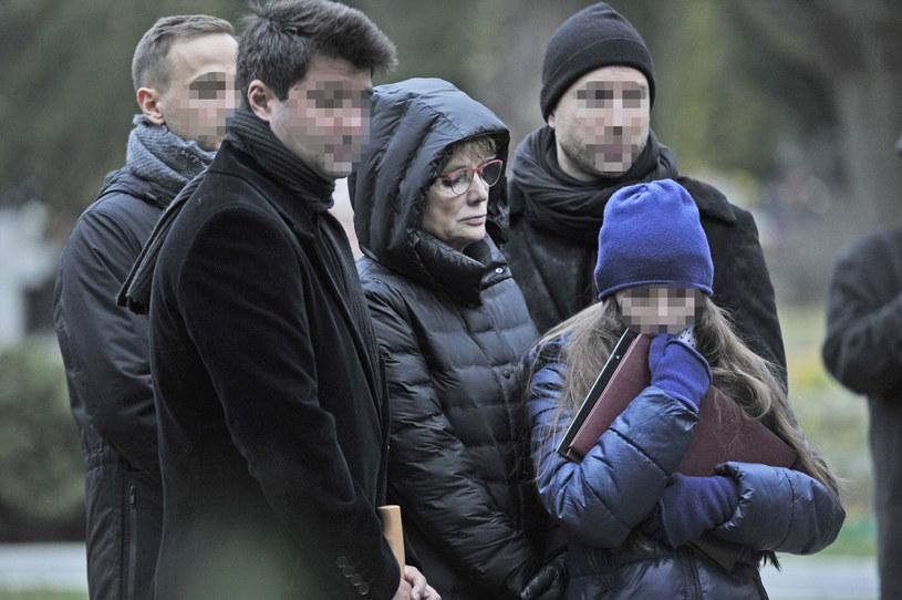 Monika Sołubianka z rodziną na pogrzebie Władysława Kowalskiego, listopad 2017 rok /Niemiec /AKPA