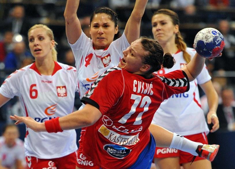 Monika Stachowska (druga z lewej) /AFP