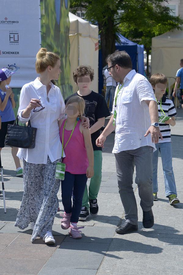 Monika Zamachowska z córką i synem oraz Zbigniew Zamachowski z synem /Gałązka /AKPA