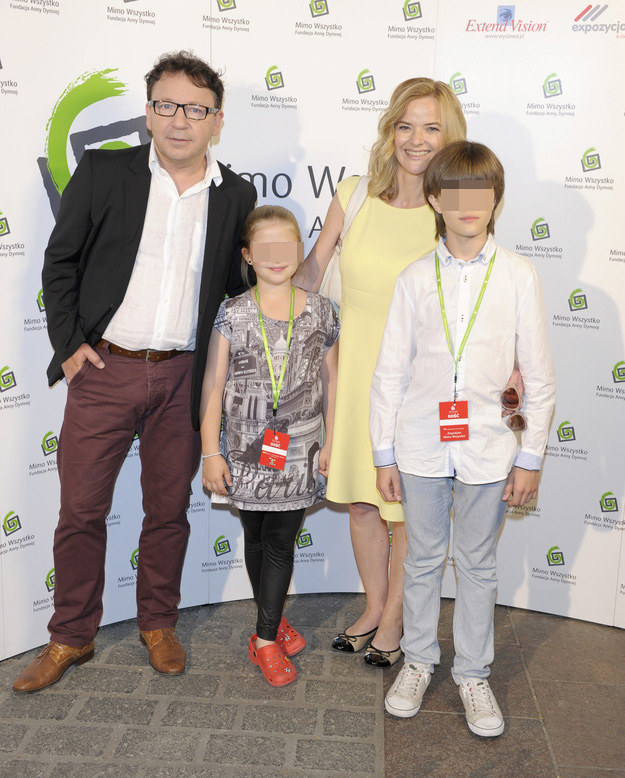 Monika Zamachowska z dziećmi i Zbyszkiem /MWMedia