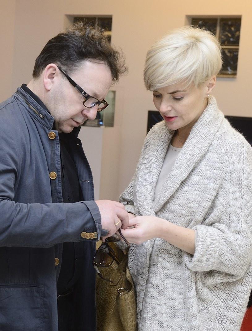 Monika zawsze stara się pomagać mężowi /Jarosław Antoniak /MWMedia