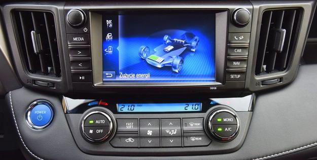Monitor energii pozwala obserwować tryb pracy napędu. Czytelny interfejs, obsługa bazowych funkcji przyciskami i pokrętłami. /Motor