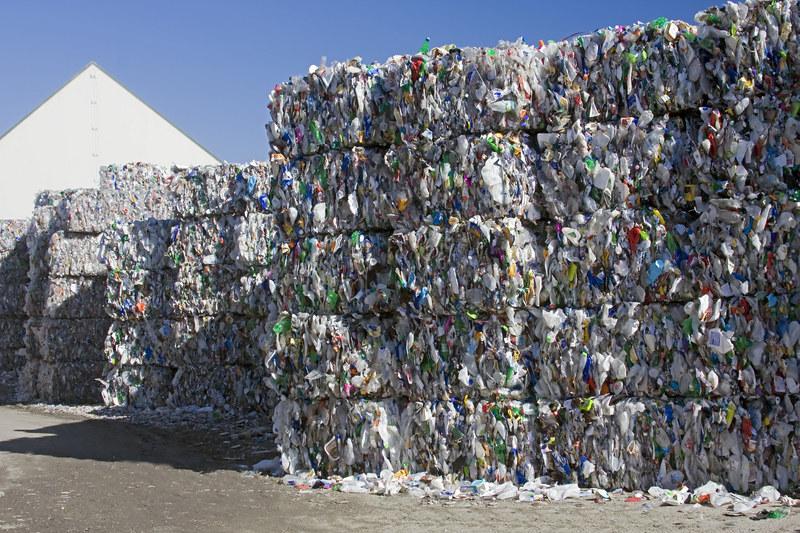 Monitoring śmieci dziurawy /© Panthermedia