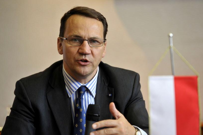 """""""Monitorujemy sprawę"""" - zapewnia minister Sikorski /PAP/EPA"""