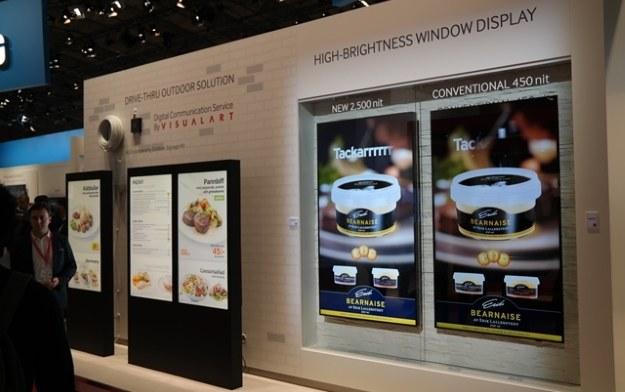 Monitory do wyświetlania wielkoformatowego przekazu cyfrowego /materiały prasowe
