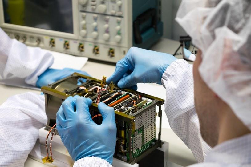 Montaż satelity PW-Sat2 /materiały prasowe