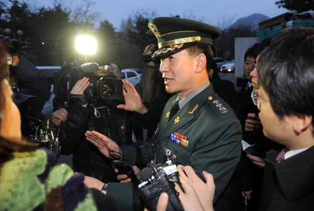 Moon Sang-Gyun poinformował o manewrach z wykorzystaniem ostrej amunicji /AFP