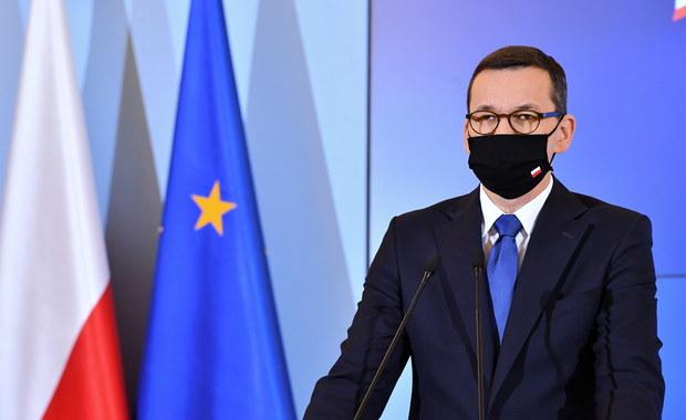 Morawiecki do koronasceptyków: Nie odmawiajcie noszenia maseczek