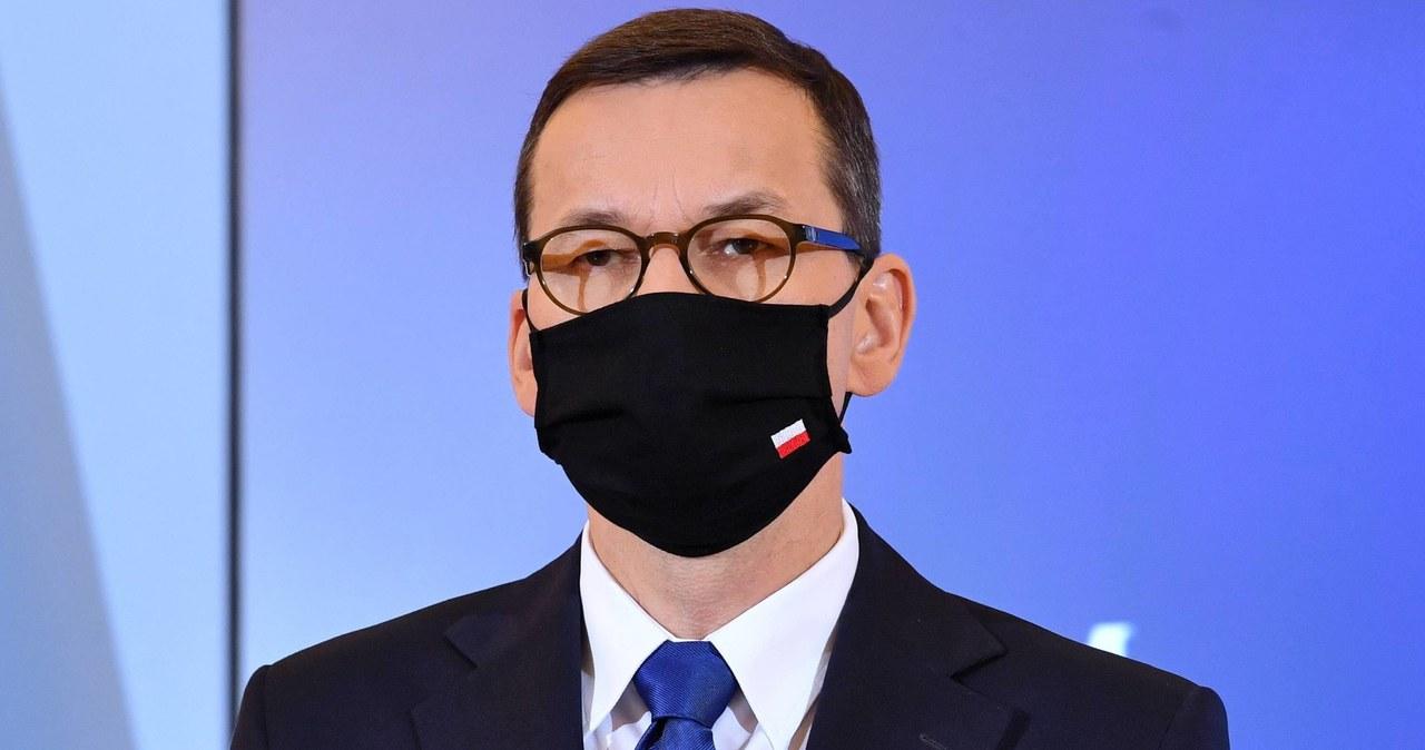 """<a href=""""https://www.rmf24.pl/raporty/raport-koronawirus-z-chin/polska/news-morawiecki-idziemy-droga-srodka-ale-zahamowanie-zachorowan-j,nId,4798704"""">Morawiecki: Idziemy drogą środka, ale zahamowanie zachorowań jest w naszych rękach</a> thumbnail  &#8220;Nie zamykajcie siłowni&#8221;. Protest branży fitness w Warszawie 000ALIWOYS6FP7WY C461"""
