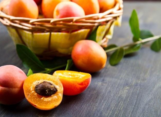 Morele - smaczny i zdrowy materiał na sałatki, musy i nalewki /123RF/PICSEL