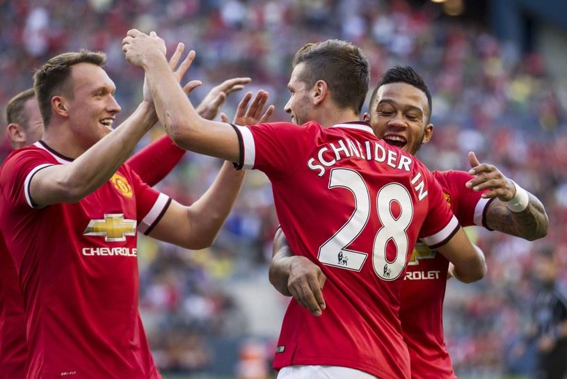 Morgan Schneiderlin cieszy się z gola wraz z kolegami /AFP