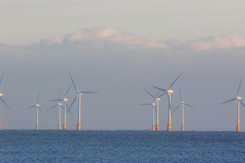 Morskie farmy wiatrowe powstaną w strefie ekonomicznej oddalonej ok. 22 km. od linii brzegowej /123RF/PICSEL