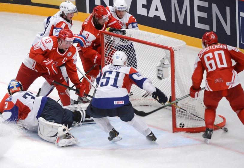 Morten Green strzela zwycięskiego gola dla Danii /PAP/EPA