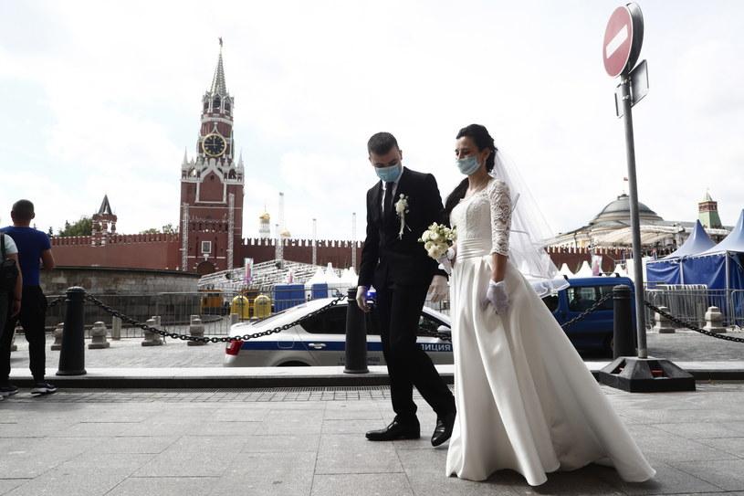 Moskwa szykuje się do znoszenia obostrzeń związanych z koronawirusem. /MAXIM SHIPENKOV    /PAP/EPA