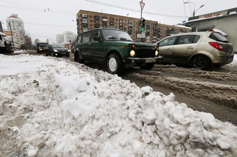 Moskwa tonie w śniegu /YURI KOCHETKOV /PAP/EPA