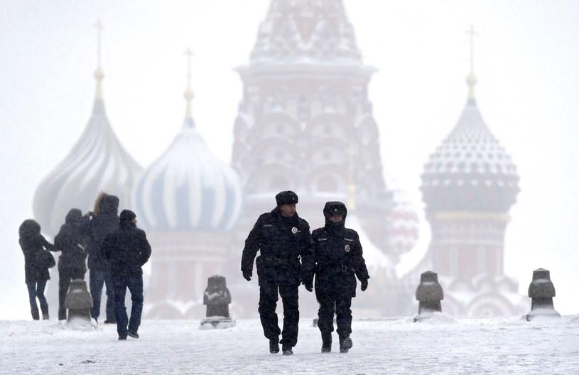 Moskwę sparaliżowały opady śniegu /PAP/EPA