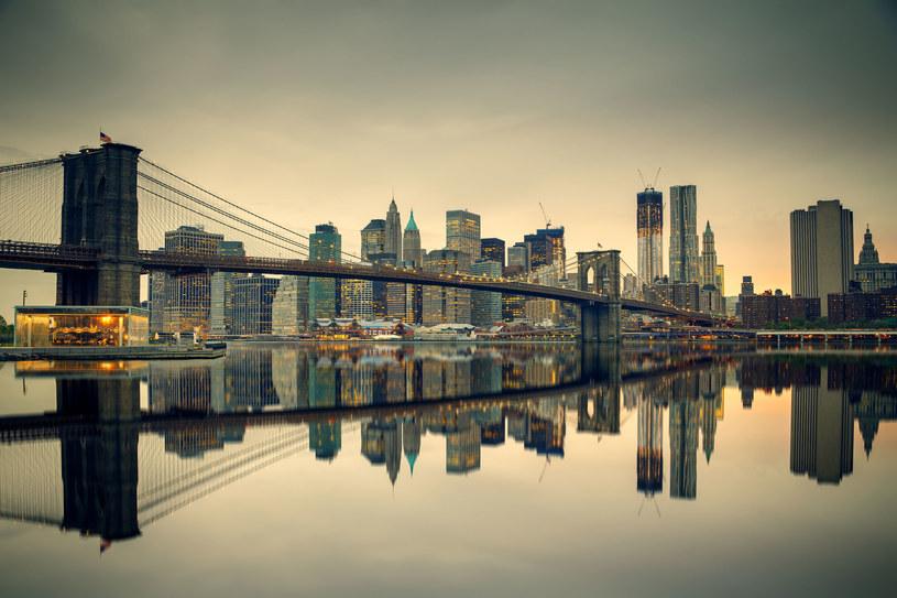 Most Brookliński i Manhattan o zmierzchu /123/RF PICSEL