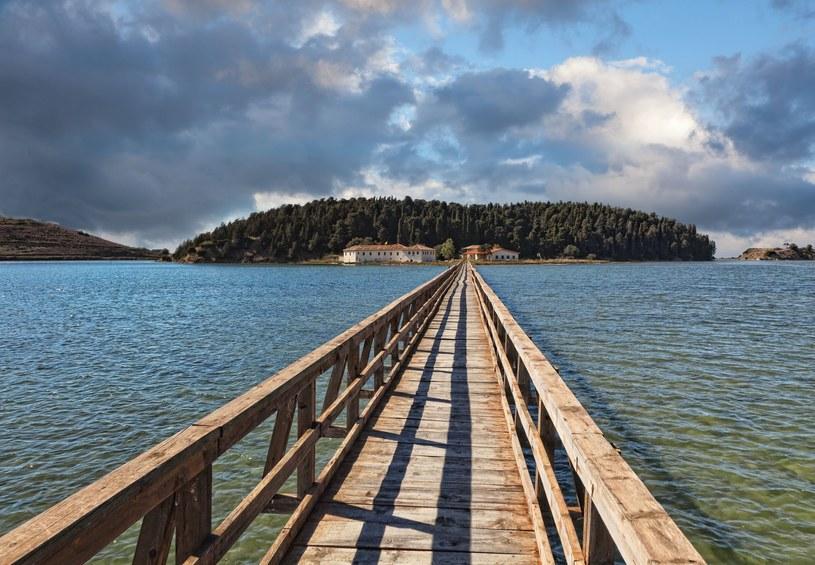 Most do klasztoru Zvernec w mieście Wlora /123RF/PICSEL