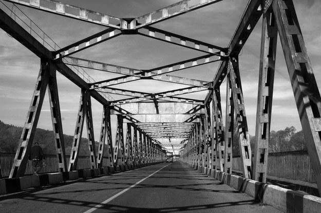 Most graniczny w Kutach nad rzeką Czeremosz (zdjęcie współczesne) /Grażyna Myślińska /Agencja FORUM