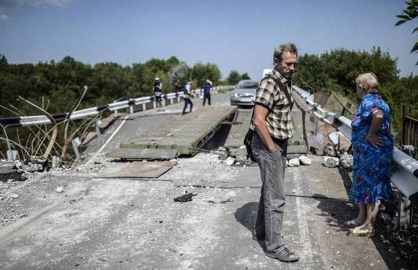 Most wysadzony przez separatystów w regionie katastrofy boeinga / BULENT KILIC /AFP
