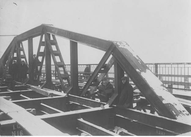 Most żelazny na Słudwi pod Łowiczem według projektu dr. inż. Stefana Bryły /Z archiwum Narodowego Archiwum Cyfrowego