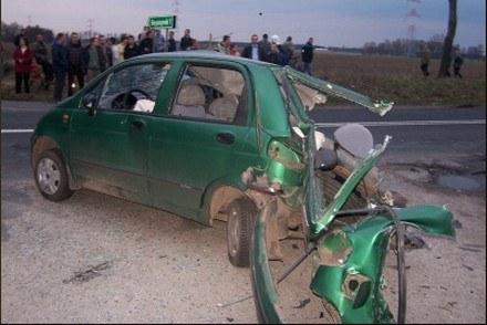 Motocykl wbił się w matiza /Policja
