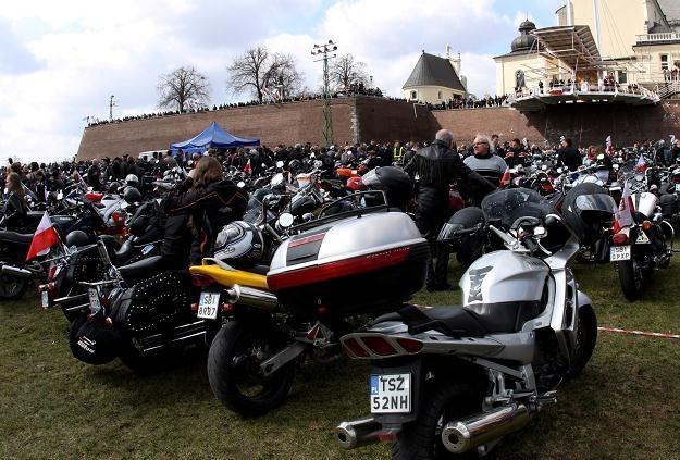 Motocykliści pod klasztorem /PAP